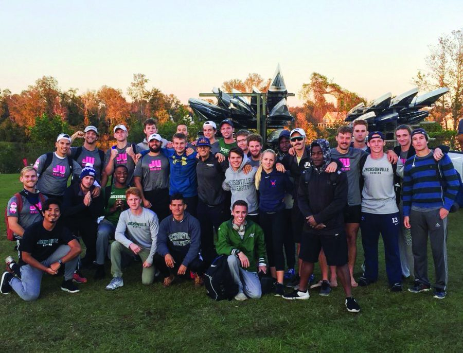 The+men%E2%80%99s+rowing+team+gathered+on+Nov.+10%2C+2018+for+the+Head+of+the+South+Regatta.