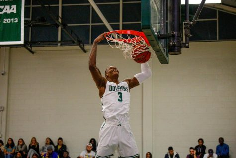 Dave Bell dunks against New Jersey Institute of Technology